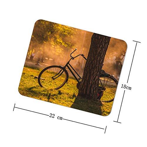 THEHO schwarzes Chopper-Fahrrad vor dem Baum Rubber Mouse Pad ist für das Spielen von Spielen oder Computerbüro konzipiert.