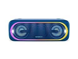 Des basses plus intenses et profondes grâce à la fonction EXTRA BASS Créez l'ambiance parfaite pour vos soirées grâce aux effets de lumière multicolores personnalisables, au stroboscope et aux lumières sur les haut-parleurs qui battront au rythme de ...
