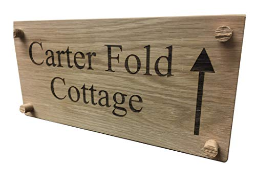 Plaque de maison en chêne avec nom et flèche personnalisables