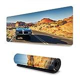 YeeATZ Tapis de souris de jeu XL avec motif voiture de muscle américaine à travers le désert - Grand tapis de souris - Bords cousus - Base en caoutchouc antidérapant - 80 x 20 cm