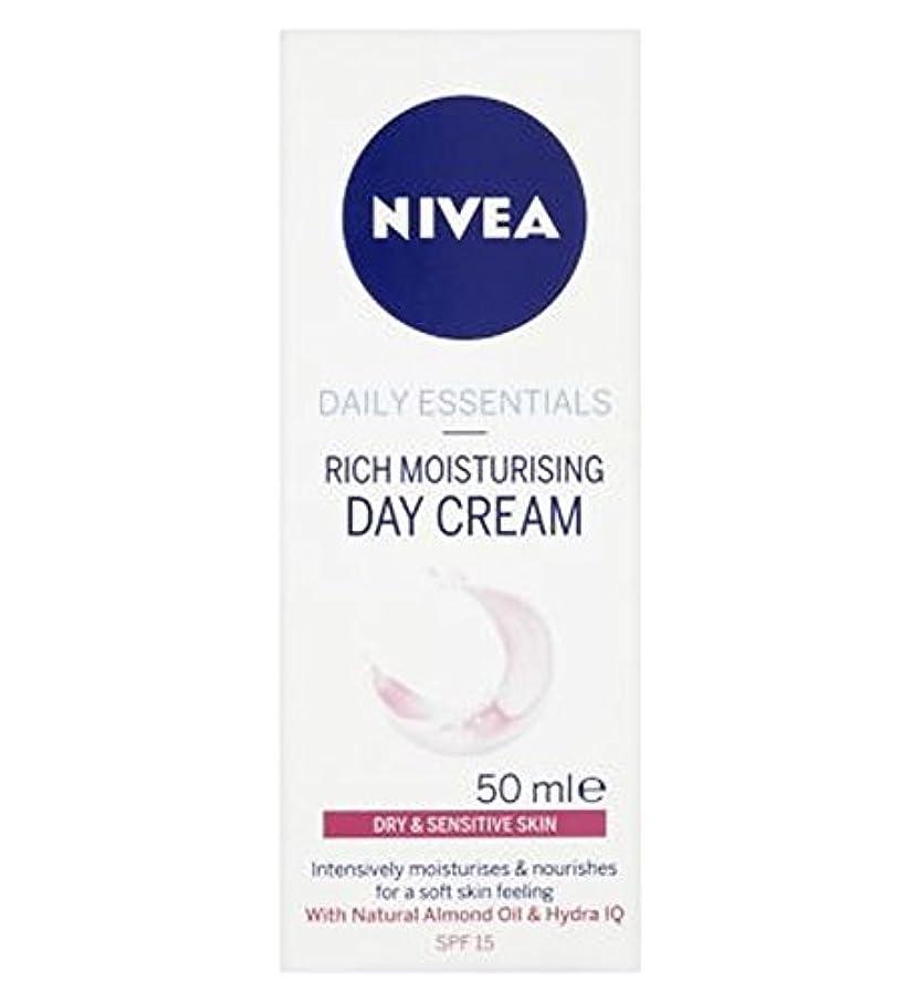 綺麗な浸すトロピカル乾燥肌や敏感肌のSpf15の50ミリリットルのためのニベア生活必需光保湿デイクリーム (Nivea) (x2) - Nivea Daily Essentials Light Moisturising Day Cream For Dry and Sensitive Skin SPF15 50ml (Pack of 2) [並行輸入品]