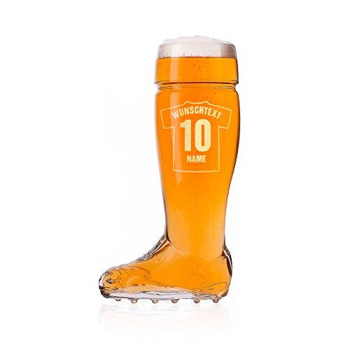 Herz & Heim® Bierstiefel Bierglas 0,5l mit Gravur Ihres persönlichen Trikots für Fußballer