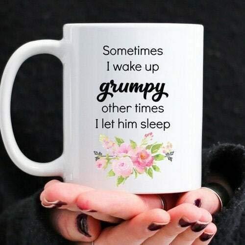 Regalo divertido de la taza de café de la Navidad de Halloween A veces me despierto gruñón otras veces lo dejo dormir