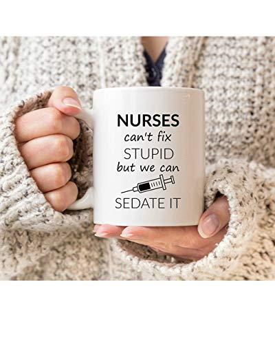 N\A Las Enfermeras no Pueden Arreglar lo estúpido Pero Podemos sedarlo Taza, Divertida Taza de Enfermera, Enfermera, Enfermera, Regalo de graduación de enferm