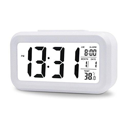 Nikgic 1pcs réveil numérique à Piles avec Alarme Double, Affichage de la température, Grand écran et Smart Night Light (rétro-éclairage Blanc) -Batterie à Domicile Alarm Clock.138 * 47 * 80mm