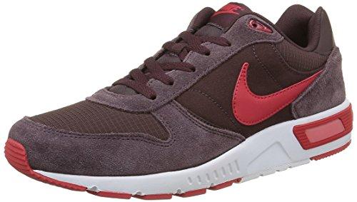 Nike Nightgazer, Zapatillas de Running para Hombre, Marrón/Rojo/Blanco (Mahogany/University Red-White), 48 1/2 EU