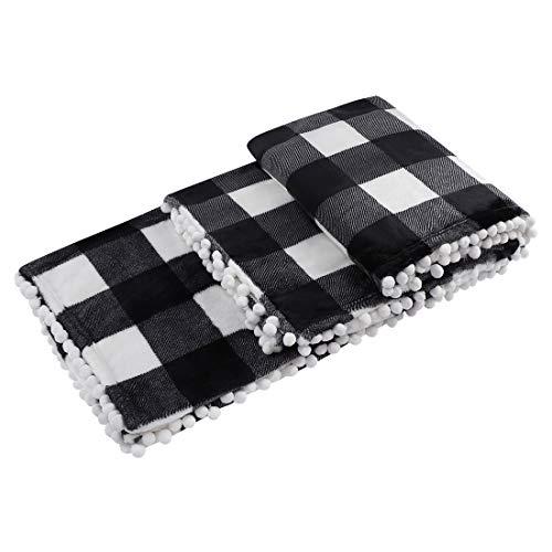 PiccoCasa Karierte Decke Tagesdecke Wohn- & Kuscheldecke 130x150cm Wolldecke Große Decke mit Pompons als Sofadecke/Couchdecke Schwarz&Weiß
