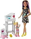 Barbie Famille coffret poupée Skipper baby-sitter apprentissage du pot avec figurine de fillette blonde et accessoires, jouet pour enfant, FJB01