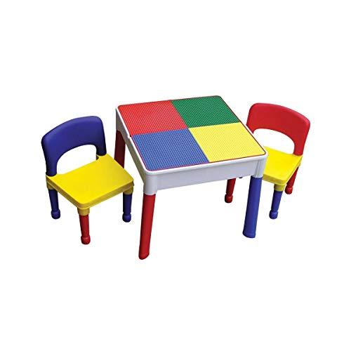 Ensemble table et chaises en plastique pour enfants.