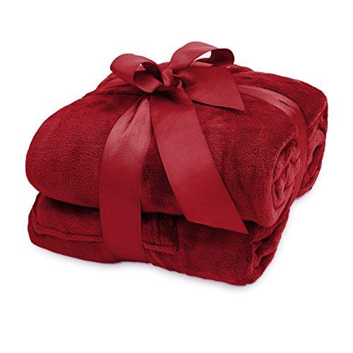 Lumaland TV Kuscheldecke mit Ärmeln aus weichem Coral Fleece mit Handytasche 170 x 200 + 50 cm Fußtasche Bordeaux