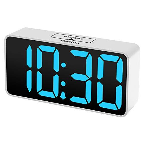 Eachui LED Digitaler Wecker mit USB-Ladeanschluss, Große Ziffern Display, Helligkeit und Lautstärke Regelbar, Snooze, 12/24HR, Tischuhr Netzbetrieben