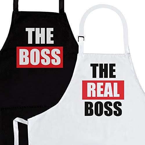 Nomsum The Boss & Real Boss | Juego de Delantales de 2 Piezas | Regalo de Parejas de Aniversario, Boda, Compromiso, Despedida de Soltera