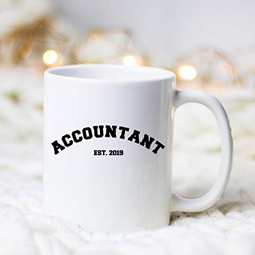 DKISEE Aangepaste koffiemok Job Establishment Accountant Est 2019, Accountant Koffie Mok, CPA Gift, CPA Koffie Mok, Nieuwe Accountant Gift, Aangepaste Accountant Koffie Mok 15oz Kleur: wit
