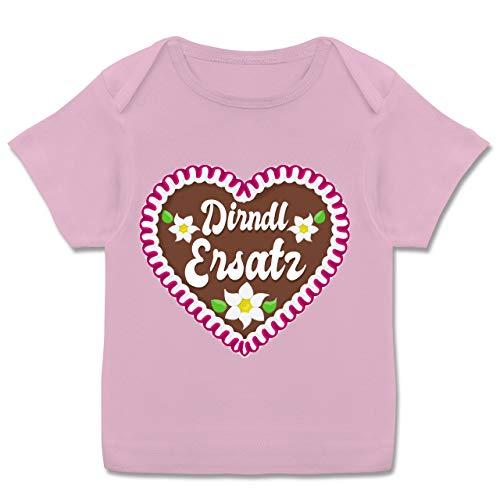 Oktoberfest & Wiesn Baby - Dirndl Ersatz mit Lebkuchen - 56-62 - Rosa - Oktoberfest Dirndl ersatz Lebkuchen - E110B - Kurzarm Baby-Shirt für Jungen und Mädchen