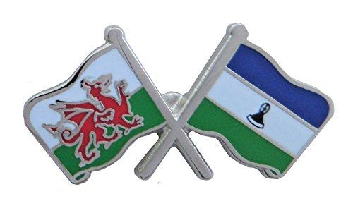Lesotho Flagge und Wales Flagge Fre&schaft Höflichkeit Pin Badge