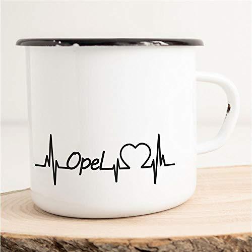 HELLWEG DRUCKEREI Emaille Tasse für Opel Fans Herzschlag Puls Geschenk Idee für Frauen und Männer 300ml Retro Vintage Kaffee-Becher Weiß mit Auto-Liebhaber Motiv für Freunde und Kollegen