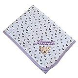Steiff Babydecke mit Name bestickt flieder weiß 90 cm x 60 cm personalisierte Krabbeldecke mit Schleifchen-Motiven bright white