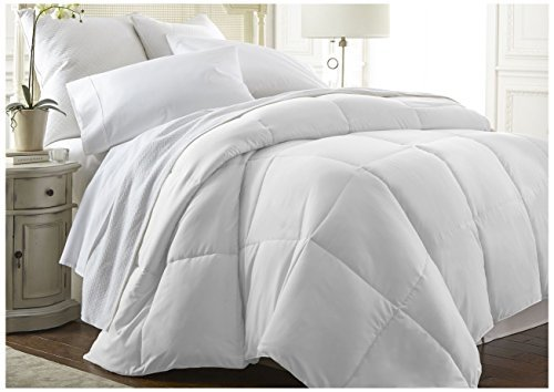 ienjoy Home Becky Cameron Baffle Box Alternative Goose Down Comforter, Full/Queen, White by ienjoy Home