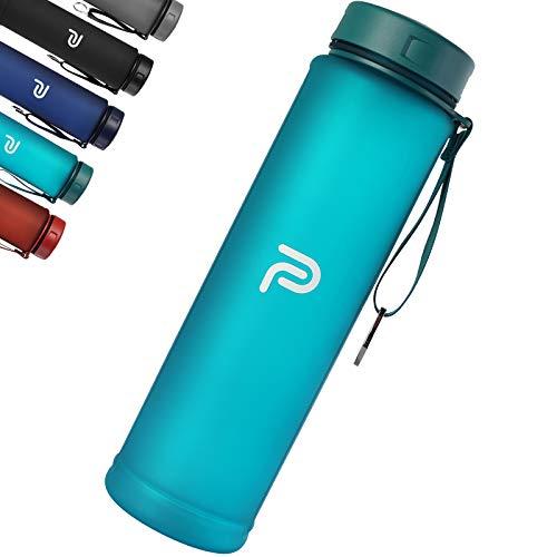 PLAUSO Trinkflasche 1l - auslaufsichere Trinkflasche - BPA frei - Zeitmarkierung - Kohlensäure geeignet |Tritan 1000ml Wasserflasche für Sport, Fitness, Büro (Peacock Blue)
