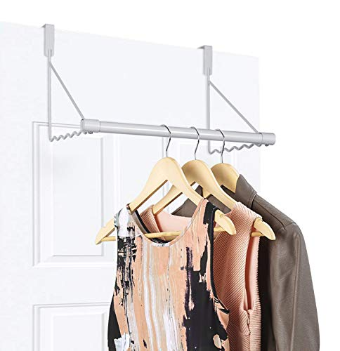ドアや折れ戸の上の部分にひっかけるだけで使えるスペースハンガーです。スタイリッシュな見た目もいいですね。  これがひとつあると、洗濯物だけでなく、雨で濡れた上着、バッグなど・・・急に物干しを使いたい様々なシーンで便利ですよね。