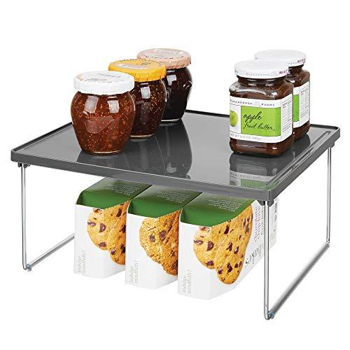 mDesign Küchenregal – Tellerregal für Arbeitsplatte und Küchenschränke – stapelbare Geschirrablage mit klappbaren Metallbeinen – dunkelgrau