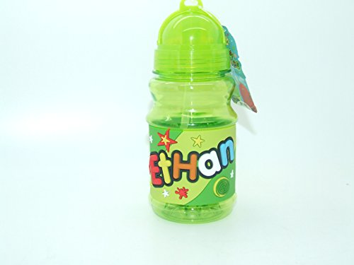 Ethan - Botella con tapa de cierre plegable y práctica con tapa libre de BPA que sella la paja por lo que es perfecta para bolsas de almuerzo de 16 cm de altura. Ten en cuenta que los nombres de las botellas no se pueden cambiar el nombre que recibirás está en el título