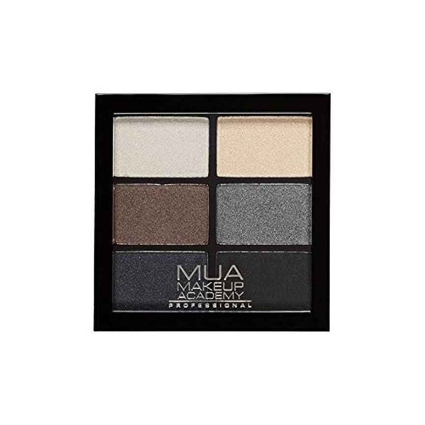 罪悪感キャンプ硬さMUA Professional 6 Shade Palette Smokey Shadows (Pack of 6) - プロ6日陰パレットスモーキーシャドウ x6 [並行輸入品]