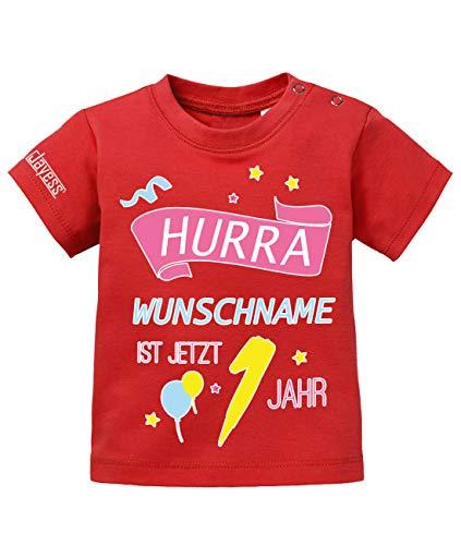 Jayess Baby Shirt Mädchen zum 1 Geburtstag - Hurra Wunschname ist jetzt 1 Jahr - personalisierbar mit Kindername - in Rot Gr. 92/98