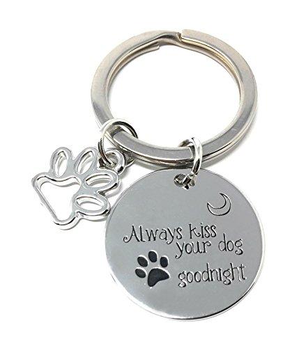 Zilveren-Toon 'Altijd Kus Uw Hond Goede Nacht' Gegraveerd Hanger Sleutelhanger 2.2cm Diameter Pet Liefde