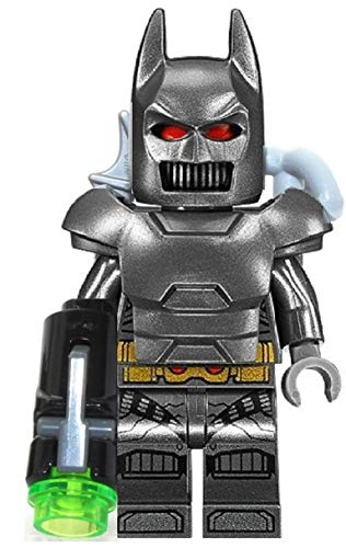 LEGO Superheroes: grigio Batman con armor, cappello, batarang, gancio per grappling e gryptonite