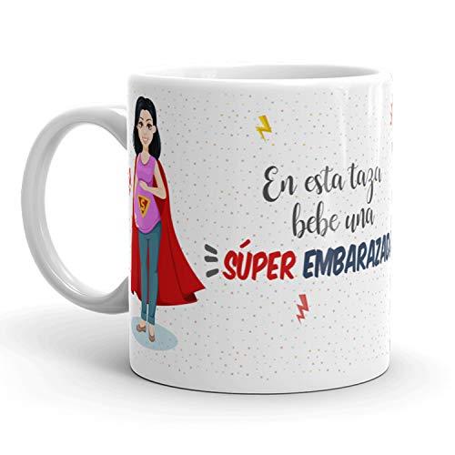 Kembilove Taza de Café para Embarazada – Aquí Bebe una Super Embarazada – Taza de Desayuno para Familia – Regalo Original para Familiares, Navidad, Aniversarios – Taza de Cerámica de 350 ml