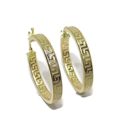 Pendientes de aro de oro amarillo de 18k con greca, tubo cuadrado de 4mm y 3.00 cm de diámetro exterior. Cierre fácil click.