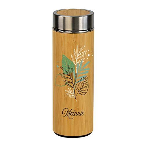 Geschenke 24 Teeflasche aus Edelstahl und Bambus (Teeblätter): Thermobecher mit Personalisierung inklusive Sieb, nachhaltige Thermoskanne mit Name für Kaltgetränke und Heißgetränke, doppelwandig
