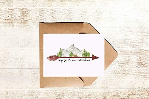 Abenteuer Postkarte mit Landschaft und Zelt auf Pfeil und Spruch Sage Ja zu neuen Abenteuern | Reise Spruchkarte say yes to new adventures