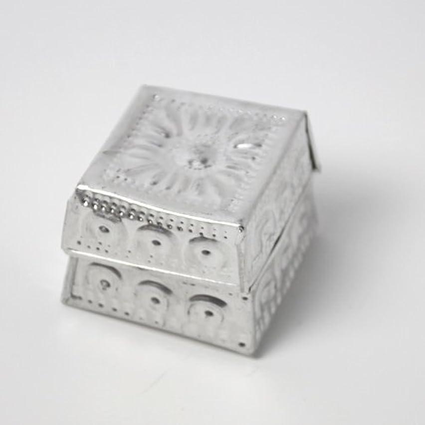 偏差可能性議題アルミアートのボックスにはいったアロマキャンドル?四角