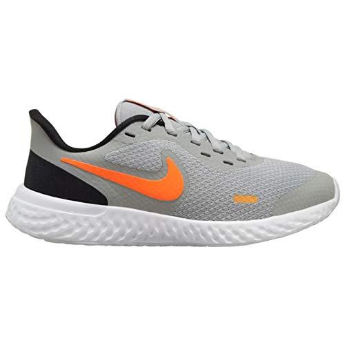 Nike Revolution 5 (gs) Grandes Niños Casual Zapatos Para Correr Bq5671-007, gris (Gris ahumado/Total Naranja-negro-blanco), 38 EU