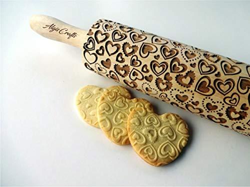 Nudelholz mit Liebe Herzchen für Gebäck. Gravierte Teigroller mit Muster. Engraved rolling pin