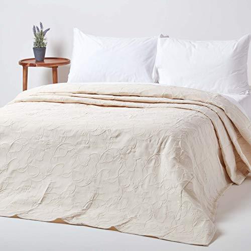 Homescapes Creme weiße Tagesdecke mit floralem Muster, klassischer Bettüberwurf 260 x 260 cm im Matelassé-Look, Blumenmuster, 80% Baumwolle, 20% Polyester