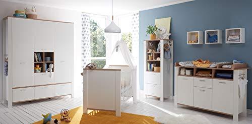 Babyzimmer Adele in Weiß- Asteiche von Mäusbacher 7 teiliges Megaset mit Schrank, Bett mit Lattenrost und Umbauseiten, Wickelkommode und Regalen