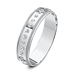 Solid 9 ct gold (375 hallmark) available in yellow or white gold Hand made - manufactured in the UK using fine gold Highly polished finish - diamond cut patterned D shape - a term used where the ring is curved on the outside and flat on the inside cr...