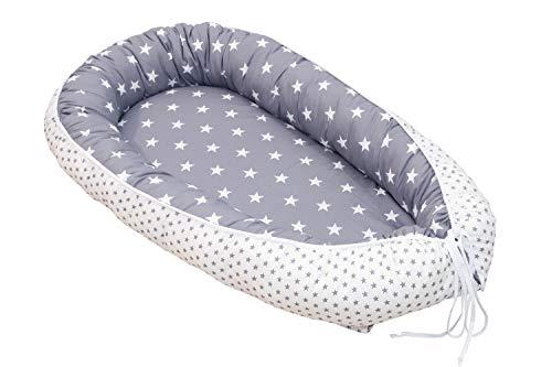 ULLENBOOM ® Babynest & Kuschelnest (55x95 cm) Graue Sterne (Made in EU) - Baby Nestchen aus Baumwolle, ideal als Reisebett, Baby Cocoon & Kuschelbett, Motiv: Sterne, Punkte