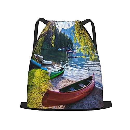 USOPHIA Mochila con cordón,Lago Bohinj con barcos Parque Nacional de Tri, Gym Sackpack para Hombres Mujeres Niños Yoga Travel Camping String Bag.