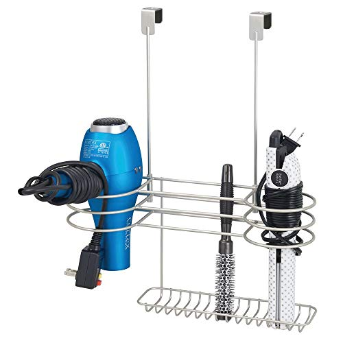 mDesign Soporte para secador de pelo sin taladro – Sencillo colgador de puerta con 4 huecos para secadores, planchas o rizadores – Organizador de baño para utensilios de peluquería – plateado mate
