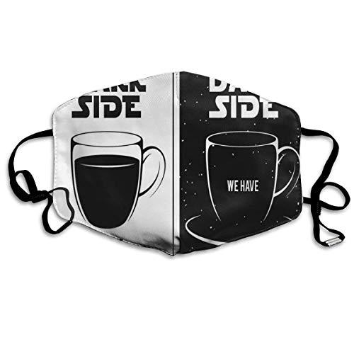 Auf der dunklen Seite haben wir Kaffee Funny Quote Space Clash zwischen Schwarz-Weiß-Druck Wiederverwendbare waschbare Gesichtsschutzhülle für den persönlichen Schutz