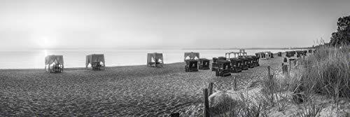 Voss Fine Art Photography Leinwandbild 210 x 70cm. Strandkoerbe und Daybeds am Scharbeutzer Ostseestrand zum Sonnenaufgang. Schwarz-weiß Bild. Panorama Foto als Leinwand Wandbild.