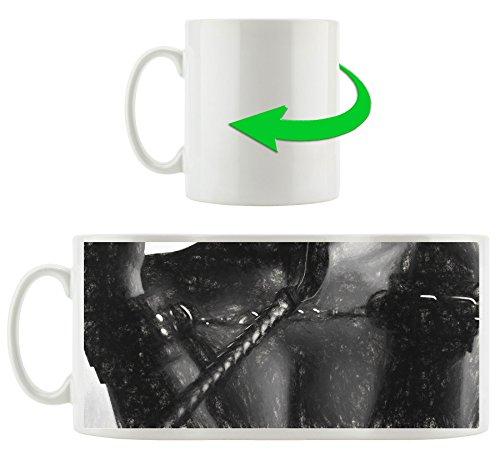 Frau in Handschellen Kunst Kohle Effekt, Motivtasse aus weißem Keramik 300ml, Tolle Geschenkidee zu...