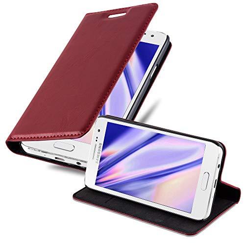 Cadorabo Hülle für Samsung Galaxy A3 2015 (5) - Hülle in Apfel ROT – Handyhülle mit Magnetverschluss, Standfunktion und Kartenfach - Case Cover Schutzhülle Etui Tasche Book Klapp Style