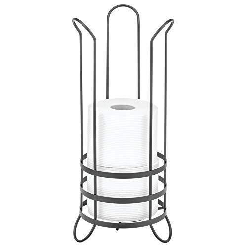 mDesign Soporte para el papel higiénico de pie – Práctico portarrollos de baño de metal para 3 rollos de repuesto – Porta rollos de papel higiénico sin taladro para el baño o el aseo – gris