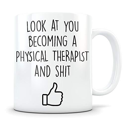 Regalos de graduación DPT - Graduados de fisioterapeuta - Taza de café de terapia física para hombres y mujeres Estudiantes de la escuela Clase de 2018 - Diploma de graduación divertido o Felicitacion
