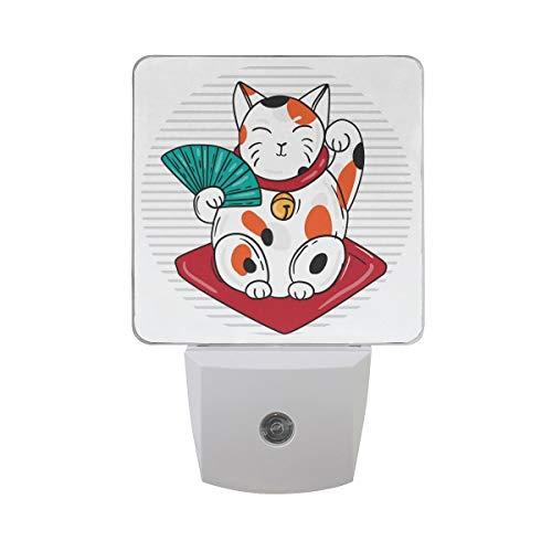 AOTISO Nette glückliche Katze traditionelles asiatisches Geld und Vermögen Symbol Auto Sensor Nachtlicht Plug in Indoor